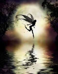 Hada Un hada (del latín fatum: hado, destino) es una criatura fantástica y sutil. En la mitología griega y romana las llaman Hados, pero generalmente en forma de mujer hermosa con alas; que según la tradición son protectoras de la naturaleza, producto de la imaginación, la tradición o las creencias y perteneciente a ese fabuloso mundo de los elfos, gnomos, duendes, sirenas y gigantes que da color a las leyendas y mitologías de todos los pueblos antiguos