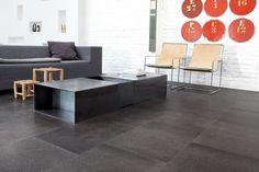 Korkboden im modernen minimalistischen Wohnzimmer