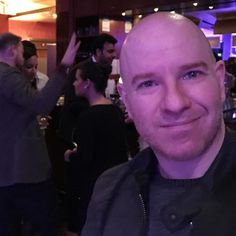 Continuing my popular photo series of my giant head beside the tiny heads of YouTube celebrities in the background at the #nextmedia16 #digiawards afterparty  that's hilarious YouTube comedienne @racheldavid behind me. There's no mistaking that for a mirror because unlike me and @matthewsantoro she has like you know hair.  I am a: #DigitalNomad #TravelBlogger #LifestyleBlogger #filmcritic #entertainmentreporter #celebrityinterviewer #vlogger #YouTuber #YouTubeCreator #podcaster #radiohost…