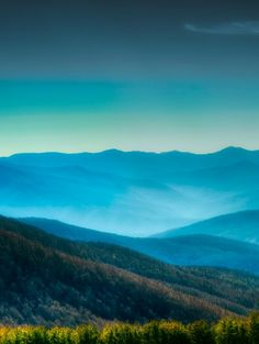 10 Of The Most Beautiful Aerial Earth Landscape Shots. Appalachian Mountains, Appalachian Trail, Blue Ridge Mountains, Great Smoky Mountains, Oh The Places You'll Go, Places To Visit, Beautiful World, Beautiful Places, Seen