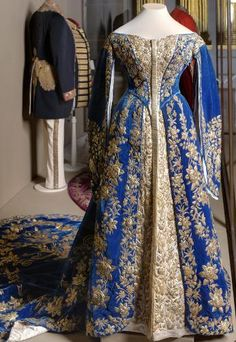 Ceremonial dress at court of Empress Alexandra Fyodorovna Russia, St. Petersburg. The end of XIX - early XX century. Workshop O. Bulbenkovoy (?) Velvet, satin, metallic thread, beat; gold embroidery Leaf: 38.0 back length; Skirt length 132.0; trail length 354.0 Post. in 1941 of the GME; earlier: the Winter Palace Inv. Number EFV-13133-c