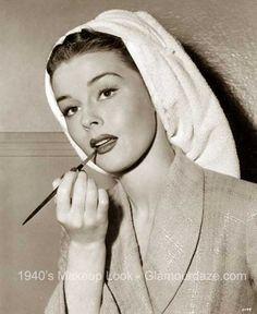 elaine-stewart-1940s-makeup.