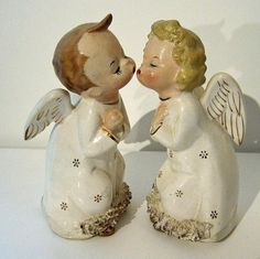 angels figurine kissing Vintage