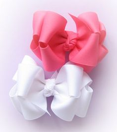 Tutorial--How to make 2 layer boutique hair bows. Tutorial--How to make 2 layer boutique hair bows. Making Hair Bows, Diy Hair Bows, Diy Bow, Bow Making, Hair Ribbons, Ribbon Bows, Hair Bow Tutorial, Flower Tutorial, Boutique Hair Bows