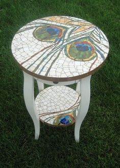 Peacock Feather Mosaic Table by Olive Stack Mosaic Diy, Mosaic Garden, Mosaic Crafts, Mosaic Projects, Stone Mosaic, Mosaic Glass, Stained Glass, Mosaic Furniture, Painted Furniture