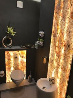 A bathroom made with Slate-Lite, the paperthin real stone veneer. Used decor: Falling Leaves (Translucent) Real Stone Veneer, Porches, Cabin Bathrooms, Hotel Room Design, Stone Interior, Granite Colors, Bathroom Interior Design, Interior Decorating, Falling Leaves