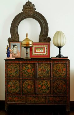 Vintage and retro decor: know 60 ideas to decorate with this style - Home Fashion Trend Ethnic Home Decor, Indian Home Decor, India Decor, Indian Interiors, Indian Homes, Interior Decorating, Interior Design, Antique Decor, Traditional House