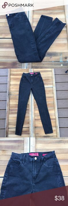 Lucky Brand Oliver High Rise Black Skinny Jeans Cotton poly spandex blend. High rise. Skinny jeans. Black. Some wear. Nice. Approximate measurements lying flat: 29' inseam 20171 Lucky Brand Jeans Skinny