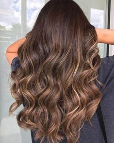25 Shades Of Brown Hair Color You Could Try 25 tons de cabelo castanho que você pode experimentar Brown Hair Balayage, Hair Color Balayage, Bronde Balayage, Bronde Hair, Haircolor, Brown Balyage, Medium Brown Hair With Highlights, Brunette With Caramel Highlights, Balyage Hair