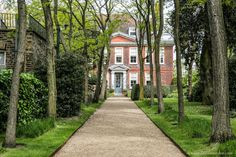 Things to do in London's Hampstead. Fenton House is one of the neighborhood's great little museums. It has pretty gardens, too. Hampstead House, Hampstead London, Hampstead Heath, Best Places In London, Things To Do In London, Sunken Garden, Garden Pool, London Village, Fenton House