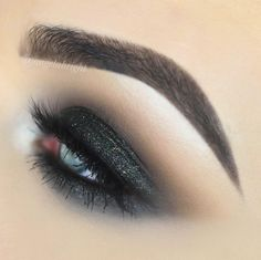 """923 Likes, 9 Comments - Angela Bright (@angelabright) on Instagram: """"I posted ANOTHER tutorial using the Modern Renaissance palette! Link in bio ✨ ▪️ @benefitcosmetics…"""""""
