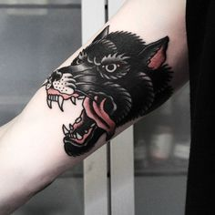 ideas tattoo wolf old school wolves american traditional - Top tattoo models Wolf Tattoos, Forearm Tattoos, Black Tattoos, Sleeve Tattoos, Tatoos, Wolf Tattoo Traditional, Traditional Tattoo Old School, Traditional Tattoo Sleeves, Wolf Tattoo Design