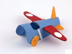 How to make a toilet roll plane, a simple and sweet handmade toy to take flight in the thrill-seeking hands of your little ones. Toilet roll crafts for kids. Summer Crafts For Kids, Family Crafts, Paper Crafts For Kids, Preschool Crafts, Projects For Kids, Paper Crafting, Fun Crafts, Art For Kids, Diy Paper