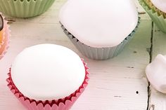 Royal Icing (hard icing) - For those of us who think the icing on a cake is the best bit, here is a classic recipe. Icing Recipe For Cake, Cupcake Icing, Royal Icing Cookies, Cupcake Cakes, Cupcakes, Sugar Cookies, Easy Cake Decorating, Cake Decorating Supplies, Easter Cookies