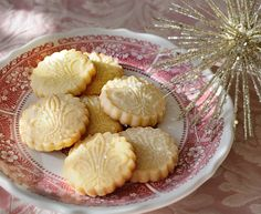 "Mom's shortbread gets a ""makeover""...I'm thinking she would think they are beautiful!  http://oracibo.com/recipe/moms-shortbread/"