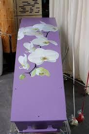 Kist met orchidee van ligthartuitvaartzorg
