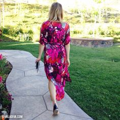 The breezy caftan trend is the easiest look to make this season! DIY this Hermes inspired summer caftan tutorial in one afternoon! Diy Dress, Wrap Dress, Sewing Crafts, Sewing Projects, Dress Tutorials, So Little Time, Simple Style, Kaftan, Hermes