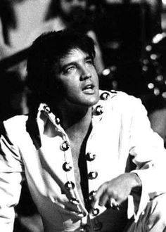 """( 2016 IN MEMORY OF ★ † ELVIS  PRESLEY """" ♪♫♪♪ Rock & roll / pop / rockabilly / country / blues / gospel / rhythm & blues """" Elvis....1970 """" ) ★ † ♪♫♪♪ Elvis Aaron Presley - Tuesday, January 08, 1935 - 5' 11¾"""" - Tupelo, Mississippi, USA. Died; Tuesday, August 16, 1977 (aged of 42) Resting place Graceland, Memphis, Tennessee, USA. Cause of death: (cardiac arrhythmia)."""