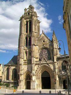 La cathédrale Saint-Maclou de Pontoise est une cathédrale catholique romaine située à Pontoise dans le Val-d'Oise, en région Île-de-France, en France. L'église, consacrée au XIIe siècle, a été élevée à la dignité de cathédrale par le pape Paul VI en 1966 à l'époque de la création du département du Val-d'Oise et suite à l'érection du diocèse de Pontoise dont elle est le siège. L'actuelle cathédrale est classée monument historique depuis 1840