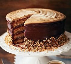 Give coffee cake the ultimate upgrade - layer with chocolate hazelnut frosting, add a creamy topping and sprinkle with crushed nuts (Nutella Cake Recipes) Cake Recipes, Dessert Recipes, Naked Cakes, Cold Cake, Bbc Good Food Recipes, Cake Toppings, Coffee Cake, Let Them Eat Cake, No Bake Cake