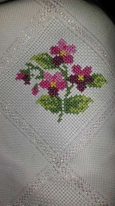 This Pin was discovered by Ülk Tiny Cross Stitch, Cross Stitch Borders, Cross Stitch Flowers, Cross Stitch Designs, Cross Stitching, Cross Stitch Embroidery, Cross Stitch Patterns, Silk Ribbon Embroidery, Hand Embroidery