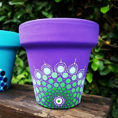 Ideas for mandalas and macetas for mandala decorations Dot Art Painting, Pottery Painting, Ceramic Painting, Stone Painting, Flower Pot Crafts, Clay Pot Crafts, Diy And Crafts, Painted Clay Pots, Painted Flower Pots