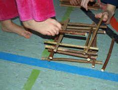Fußgymnastikspiel barfuß Stöckchen stapeln