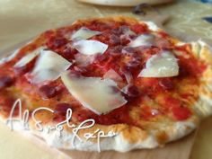 how to prepare pizza dough. Served with any topic, pizza is the perfect dish for any occasions. Everyone love pizza, especially kids. Salami Recipes, Pizza Recipes, How To Prepare Pizza, Pecorino Cheese, Love Pizza, Naples Italy, Classic Italian, Simple Recipes, Pizza Dough