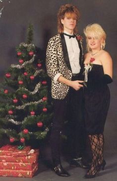 vintage everyday: 50 Bad Prom Photos That Preserve Awkward Moments Some Teens Would Probably Rather Forget Vintage Prom, Prom Photos, Prom Pictures, Funny Fashion, 80s Fashion, Christmas Dance, Christmas Photos, Family Christmas, Vintage Christmas