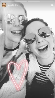 Poppy and zoe💗 Poppy Deyes, Zoe Sugg, British Youtubers, Vlog Squad, Zoella, Celebs, Celebrities, Everyday Outfits, Role Models