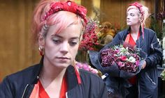 Lily Allen leaves florist with beautiful bouquet and enjoys day off