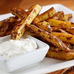 Skinny Baked seasoned fries with skinny garlic aioli.