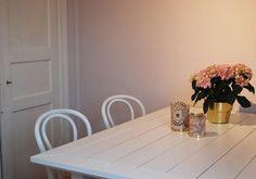 Har sen några veckor tillbaka ett rosa kök!  #hemma #mitthem #rosa #inredning #inredningsinspiration #inredningsdetaljer #interior #interiordesign #inredningsinspiration #hosmig #flowers #flowerstagram #floweroftheday #pink #öglan #diy