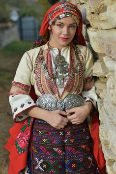Lovely lady in Bulgarian traditional costume. Folklore, Costume Ethnique, Eslava, Native Wears, Costumes Around The World, Ethnic Outfits, Folk Costume, Bulgarian, World Cultures