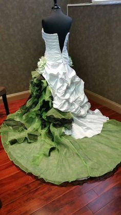Atemberaubende weiße und Grüne Hochzeit von WeddingDressFantasy                                                                                                                                                                                 Mehr