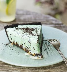 Black-bottom Ice Cream Pie... this looks so good! I would try to make ...