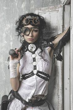 Steampunk / dieselpunk / women's fashion / cosplay / LARP / dystopia inspiration / gears / harness