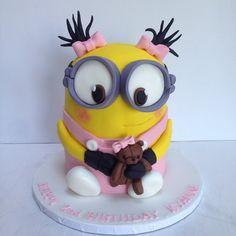 Minions Cake, lol, love it Minion Cupcakes, Minion Torte, Bolo Minion, Minion Cookies, Cupcake Cakes, Cake Minion, Crazy Cakes, Fancy Cakes, Sweet Cakes