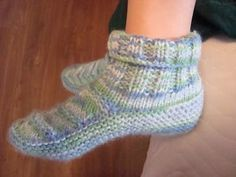 67 Trendy Ideas For Knitting Patterns Socks Link Lace Knitting, Knitting Patterns Free, Knit Patterns, Booties Crochet, Crochet Shoes, Knitted Slippers, Slipper Socks, Tunisian Crochet, Knit Crochet