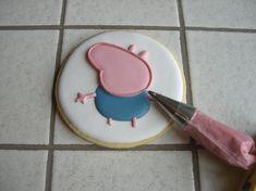"Biscotti Peppa Pig ""George"" Peppa Pug, Peppa Pig Birthday Cake, Birthday Parties, Goodies, Desserts, Party Ideas, Food, Decorated Cookies, Christmas Biscuits"