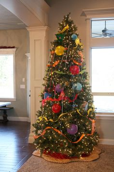 The kids will love decorating the tree New Year's style! See 10 kid-friendly New Year's Eve Party ideas on www.prettymyparty.com.