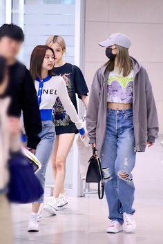 190510 ICN airport back in Korea Korean Airport Fashion, Korean Fashion, Kpop Outfits, Casual Outfits, Blackpink Fashion, Fashion Outfits, Moda Kpop, Kpop Mode, Jennie Blackpink