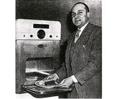In Percy Lebaron Spencer, an American engineer and inventor, accidentally invented the microwave oven. Ideas Para Inventos, Asian Beetle, Four Micro Onde, Great Inventions, Things Under A Microscope, Microwave Oven, First World, Savannah Chat, Gadgets