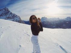 Winter Photography, Photography Poses, Mode Au Ski, Snow Pictures, Snow Outfit, Ski Season, Ski Holidays, Snowy Mountains, Winter Pictures