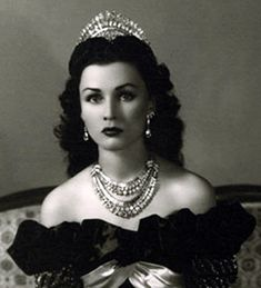 Iranian Royal Jewels - Diamond and Platinum Tiara belonged to Queen Fawzia of Iran (nee Princess Fawzia of Egypt) Royal Crowns, Royal Tiaras, Tiaras And Crowns, Farah Diba, Kings & Queens, The Shah Of Iran, Estilo Real, Glamour, Royal Jewelry