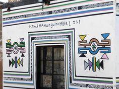 Südafrika: Ndebele Kunst. Hausbesuch bei Esther Mahlangu | ReiseFreaks ReiseBlog