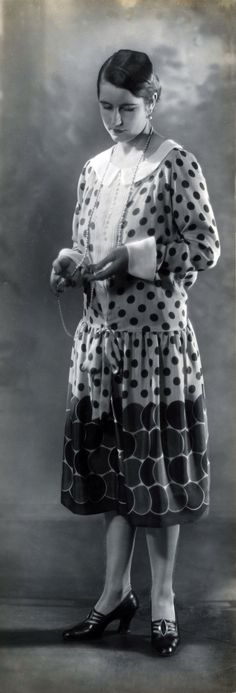 Polka dots, Berlin, 1926. Photo: Ernst Sandau.