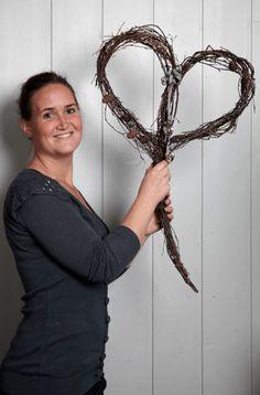 Marianne de Bourg - Ingeniørfruen redder verden med kranser Grapevine Wreath, Grape Vines, Advent, Henna, Diy And Crafts, Wreaths, Christmas, Home Decor, Kunst