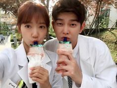 park shin hye y yoon kyung sang Park Shin Hye, Asian Actors, Korean Actors, Korean Dramas, Doctors Korean Drama, Kdrama, Jun Ji Hyun Fashion, Kyun Sang, Kim Rae Won