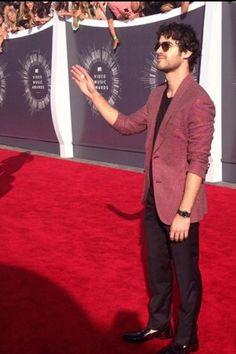 Darren Criss at the VMAs<< you killed me